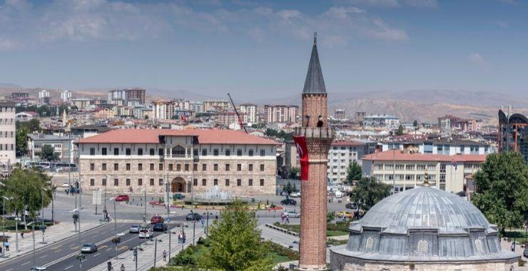 Sivas'ta sigortalı yaş ortalaması 47 oldu