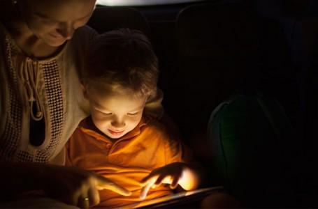 Türkiye'de ebeveynlerin %91'i seyahatlerde çocuklarını akıllı cihazlarla eğlendiriyor